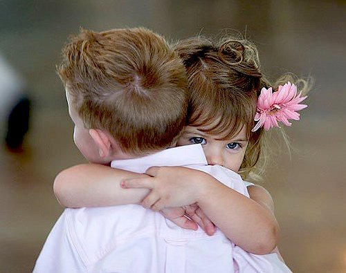cute babies hugging- photoforu.blogspot.com