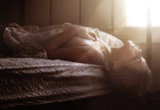 bed-pretty-girl-thinking-woman-favim-com-207161